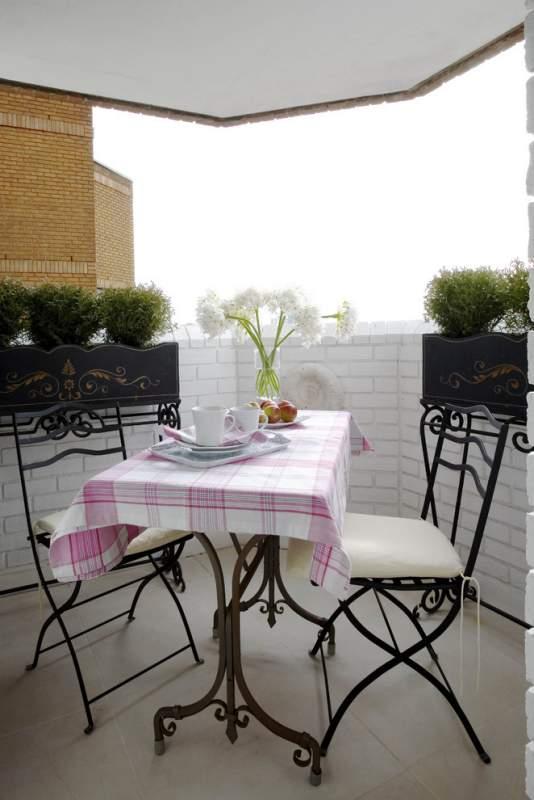 kare balkon dekorasyonu kad nlar duysun. Black Bedroom Furniture Sets. Home Design Ideas