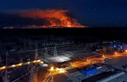 Çernobil'deki Yangın Söndürülmedi: Alevler Nükleer Santralin Bulunduğu Bölgeye İlerliyor