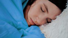 Gece terlemesinin sebepleri altta yatan hastalıklar olabilir
